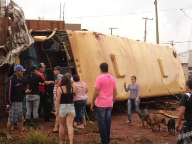 Acidentes de trânsito também foram registrados durante o incidente (Foto: Aline Oliveira/ TEM Você)