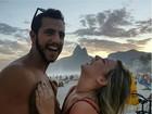 Ex-BBBs Cacau e Matheus visitam  pontos turísticos do Rio no feriadão