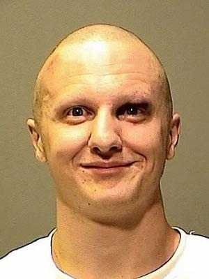 Jared Lee Loughner com a cabeça raspada, em foto divulgada pela polícia (Foto: AP / Pima County Sheriff's Dept. via The Arizona Republic)