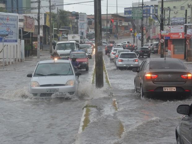 Chuvas provocaram alagamentos em João Pessoa (Foto: Walter Paparazzo/G1)