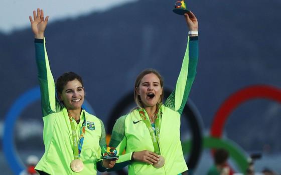 Martine Grael e Kahena Kunze, medalhistas na Olimpíada do Rio. A gestão da CBVela dá resultado (Foto: Getty Images)