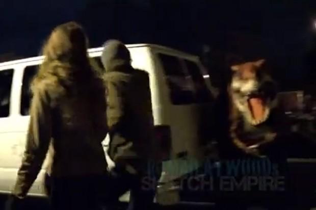 Boneco foi colocado em diversos locais e surpreendeu as pessoas (Foto: Reprodução)