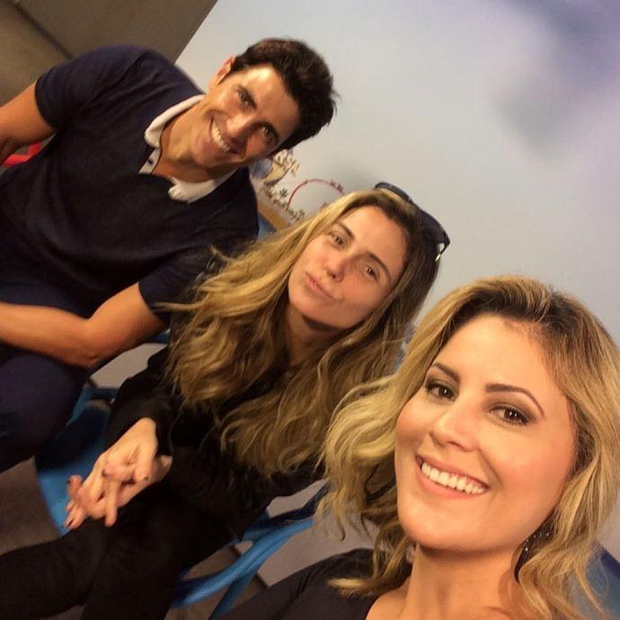 Jessica Leão mostra foto dos bastidores da entrevista  (Foto: Reprodução / TV Diário)