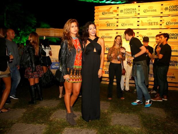 Paula Morais com amiga em festa no Rio (Foto: Ag. News)