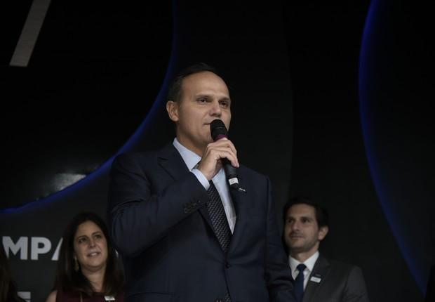 O presidente da Ambev, Bernardo Pinto Paiva, recebe o prêmio Empresa de Valor (Foto: Flavio Santana)