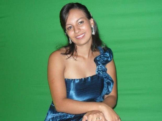 Professora Josy Kelly, 27 anos, morreu após sofrer acidente na GO-070 em Inhumas Goiás (Foto: Reprodução/Facebook)
