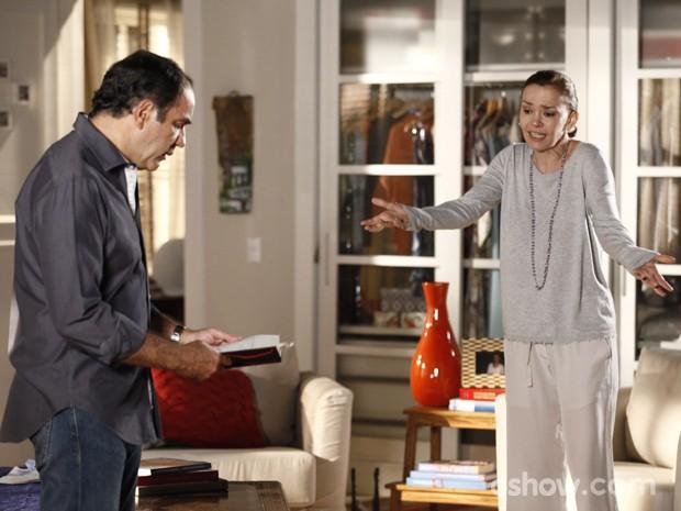 Helena não se conforma em comoo marido trata o assunto Laerte (Foto: Inácio Moraes/TV Globo)