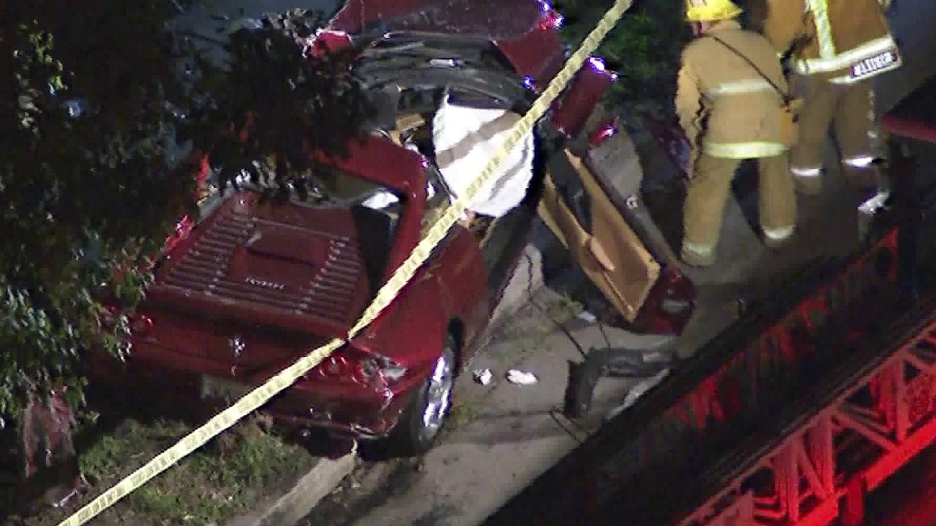 O carro do acidente que teve uma vítima socorrida pelo ator Luke Wilson (Foto: Getty Images)