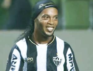 Ronaldinho Gaúcho  novo sorriso dentes cirurgia (Foto: Repodução/PremiereFC)