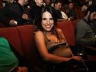 Wanessa vai a pré-estreia de peça de Priscila Fantin em São Paulo