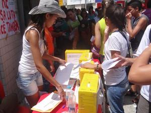 Estudantes promoveram plebiscito para votar situação do Hospital Universitário de Alagoas (Foto: Henrique Pereira/G1)