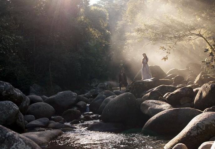 Xavier e Joaquina se encontram no riacho (Foto: TV Globo)