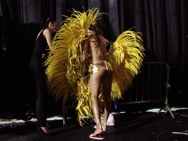 Thaila Ayala troca de roupa na concentração (Foto: Caio Kenji/G1)