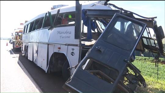 Polícia divulga lista com nomes dos mortos em batida com ônibus no PR