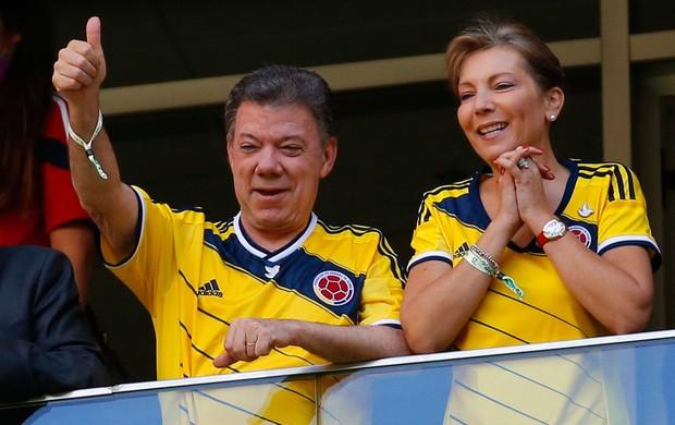 Presidente da Colômbia Juan Manuel Santos aoi lado da esposa Maria Clemência prestigiam o jogo contra a Costa do Marfim (Foto: Agência Reuters)