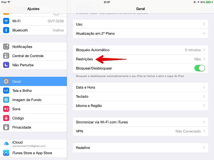 Acessando as restrições do iOS (Foto: Felipe Alencar/TechTudo)