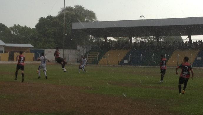 Lourival avança e marca o primeiro gol para o Interporto (Foto: Vilma Nascimento/GloboEsporte.com)