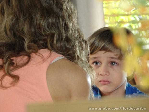Samuca não fica animado com a novidade (Foto: Flor do Caribe/ TV Globo)