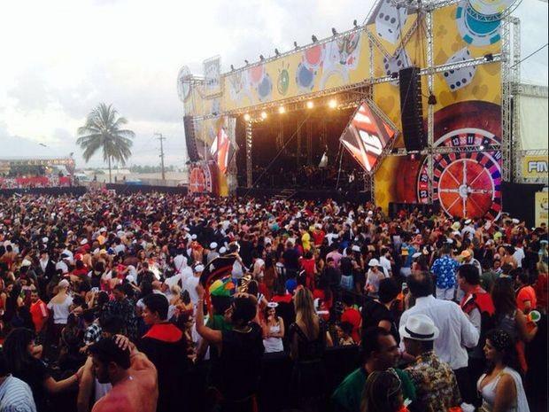 festa-a-fantasia-reune-mais-de-20-mil-pessoas-em-aracaju