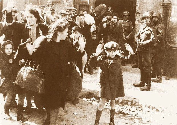 Judeus presos por nazistas (Foto: Reprodução)