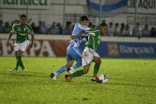 Ricardo Capanema acabou sendo expulso no segundo tempo (Foto: Marcelo Seabra / O Liberal)