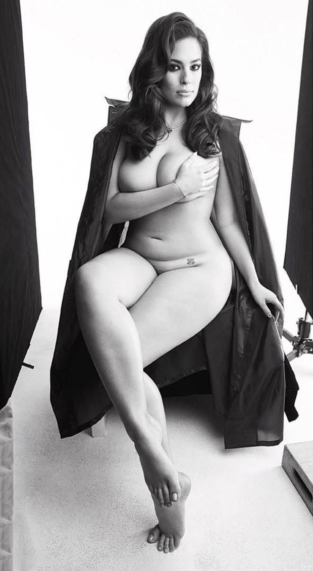 Ashley Graham posa nua para a nova edição da Love Magazine (Foto: Reprodução )