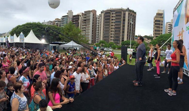 Público lotou o trapiche da Beira-Mar Norte, onde ocorreu o Bem Estar Global (Foto: Camille Reis/RBS TV)