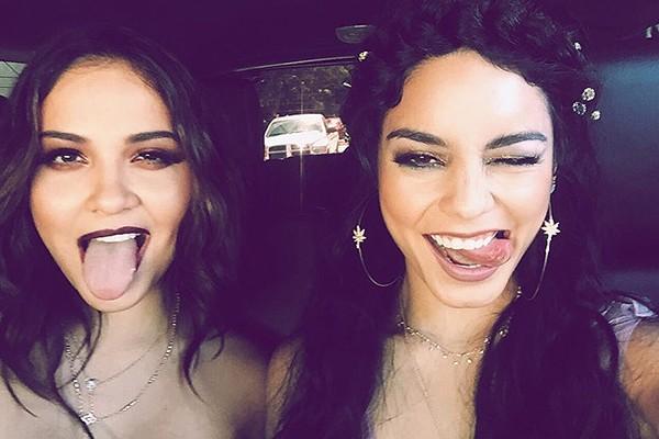 Stella e Vanessa Hudgens (Foto: Instagram)