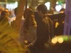 Isis Valverde curte noite romântica com o namorado no Rio
