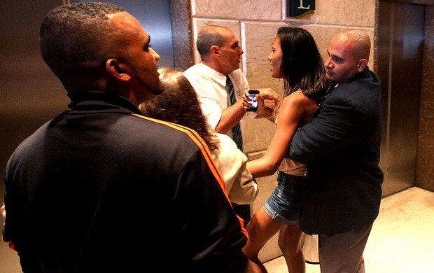 fã Neymar hotel Seleção Brasileira invasão (Foto: Mowa Press)