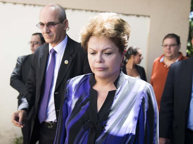 A presidenta Dilma Rousseff chega ao Centro Desportivo Municipal (CDM), em Santa Maria (RS), no início da tarde deste domingo (Foto: Tarlis Schneider/Acurácia Fotojornalismo/Estadão Conteúdo)