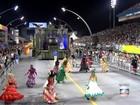Águia de Ouro faz 'samba-procissão' com homenagem a Virgem Maria