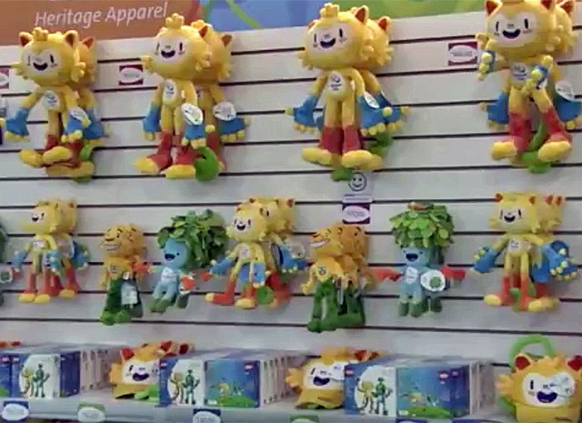 4fe84d96e2 Os bonecos dos mascotes estão entre os itens mais vendidos na loja oficial  da Olimpíada (