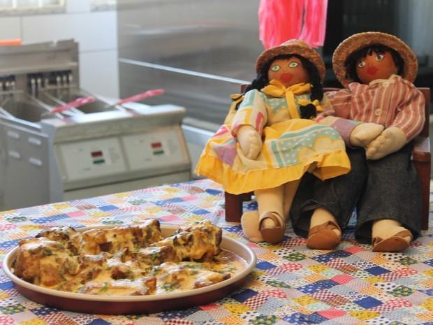 O creme de milho dá um toque especial a receita (Foto: (Foto: Taisa Alencar / G1))