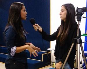 Thais Rozo sendo entrevistada (Foto: Arquivo Pessoal)