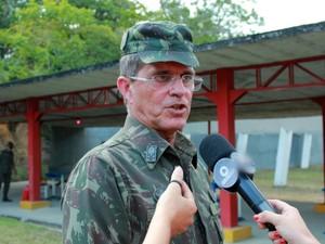 Comandante Militar da Amazônia, General Guilherme Theophilo, acompanhou teste de munição (Foto: Jamile Alves/G1 AM)