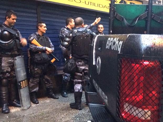 Batalhão de Choque reforçou policiamento na região de Copacabana (Foto: Gabriel Barreira / G1)