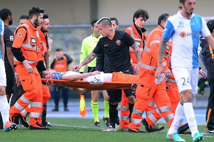 Mattiello perna quebrada, Chievo x Roma (Foto: Mario Carlini / Getty Images)