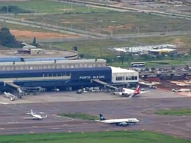 Passageiros no aeroporto Salgado Filho em Porto Alegre será alvo da concessão (Foto: RBSTV/Reprodução)