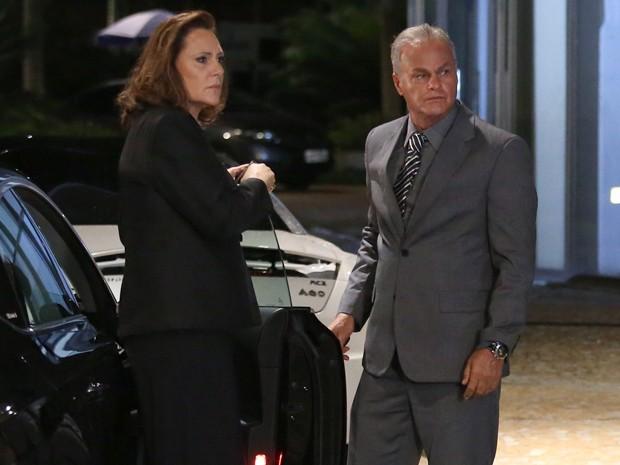 Segredo de Tina envolve homem misterioso interpretado por Kadu Moliterno (Foto: Carol Caminha/ Gshow)
