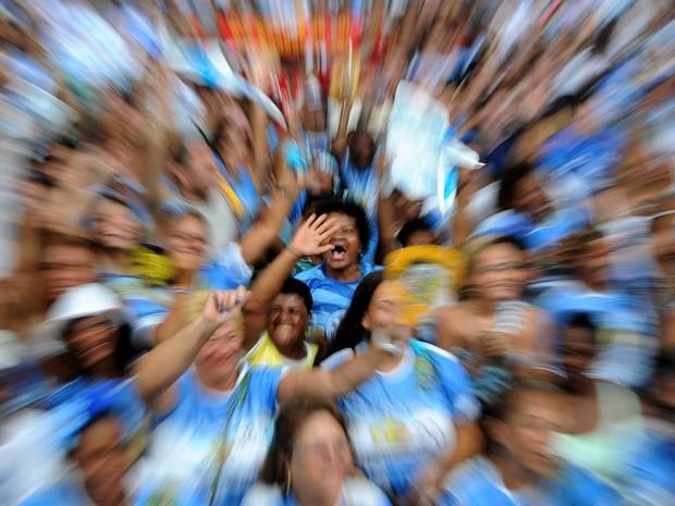 Público comemora notas na quadra da Vila Isabel (Foto: Alexandre Durão/G1)