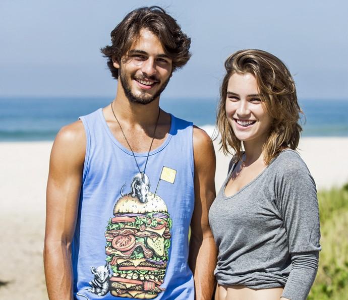 Brenno Leone e Marcela Fetter posam em praia do Rio (Foto: Ellen Soares/Gshow)