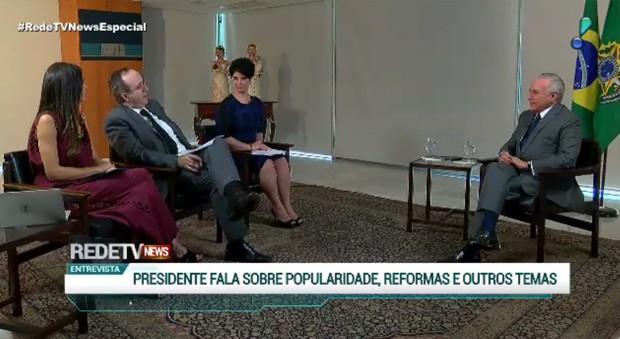 Temer em entrevista na TV (Foto: Reprodução/RedeTV)