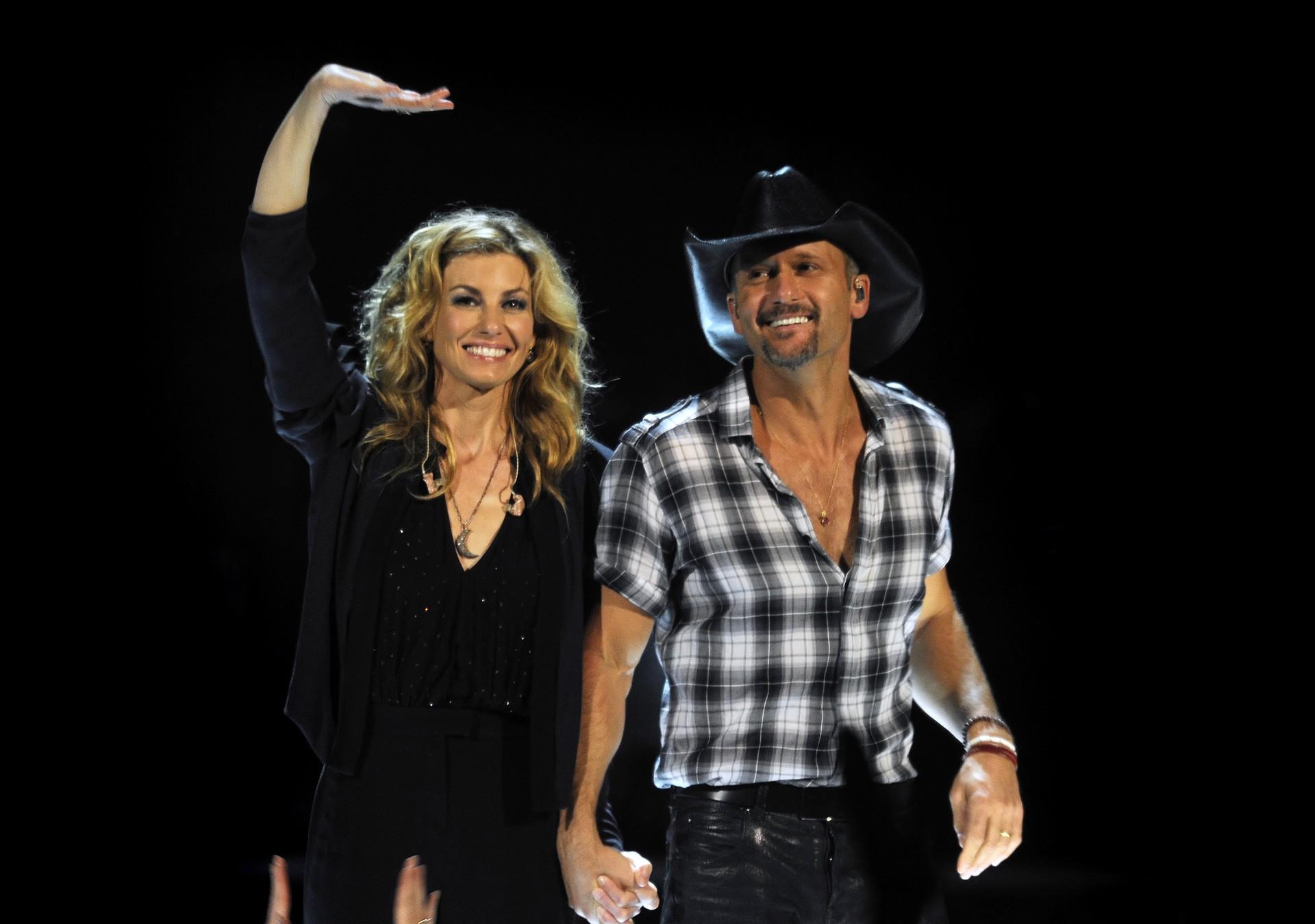 O cantor das letras de Taylor Swift casou-se com Hill em 1996. Além de estarem juntos há um tempo considerável, os dois somaram a quantia de US$ 35 milhões em 2007. (Foto: Getty Images)