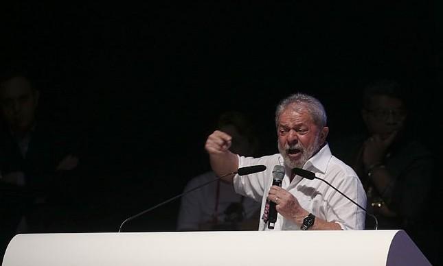O ex-presidente Lula participa, do 33º Congresso Nacional da Confederação Nacional dos Trabalhadores em Educação (CNTE), Brasilia, 12/01/2017 (Foto: Aílton de Freitas / Agência O Globo)