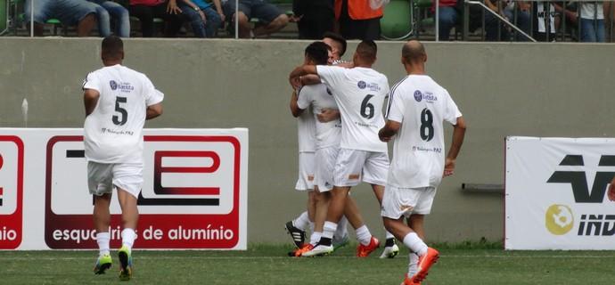 Samuel Rosa comemora gol (Foto: Rafael Araújo)