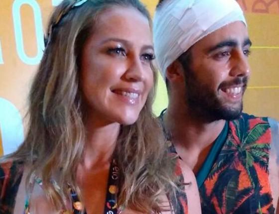 A atriz Luana Piovani e o Marido, Pedro Scooby, que sofreu acidente durante torneio de surf em Portugal (Foto: Editora Globo)