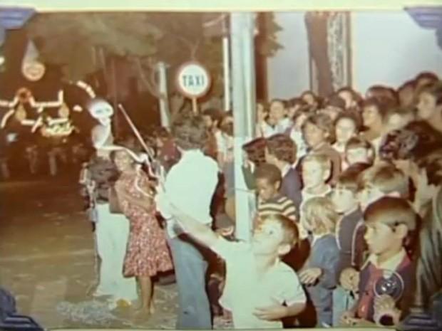 Acervo do MIS tem mais de 5 mil fotos sobre antigos carnavais em Itapetininga (SP). (Foto: Reprodução TV Tem)