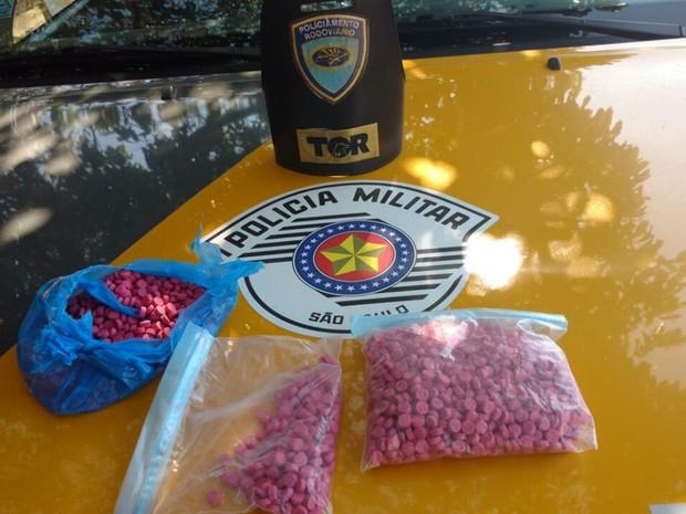 Ecstasy apreendido pela polícia após perseguição (Foto: Divulgação/Polícia Rodoviária)