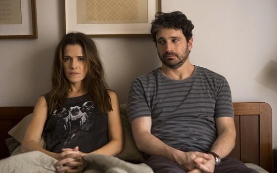 Personagens de Caco Ciocler e Ingrid Guimarães vivem uma crise no casamento (Foto: André Brandão/ Divulgação)